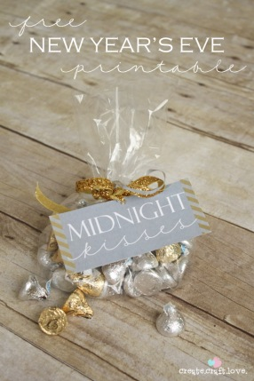 midnight kisses NYE party favor
